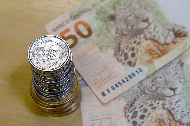 30/10/2014 - Brasil - Pela primeira vez em seis meses, o Banco Central (BC) alterou os juros básicos da economia. Por 5 votos a 3, o Comitê de Política Monetária (Copom) decidiu elevar a taxa Selic para 11,25% ao ano. A taxa está no maior nível desde novembro de 2011, quando estava em 11,5% ao ano nota de real | fotos publicas