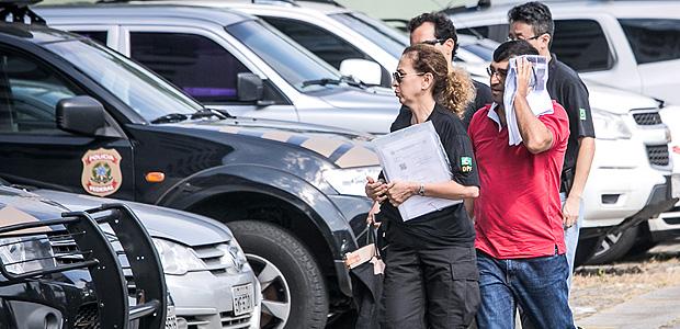 São Paulo, SP, BRASIL, 17-03-2017: Preso (não identificado) da operação nomeada Carne Fraca, chega escoltado por agentes na sede da Polícia Federal, em um carro à paisana. (Foto: Bruno Santos/ Folhapress) *** SUP-ESPECIAIS *** EXCLUSIVO FOLHA***