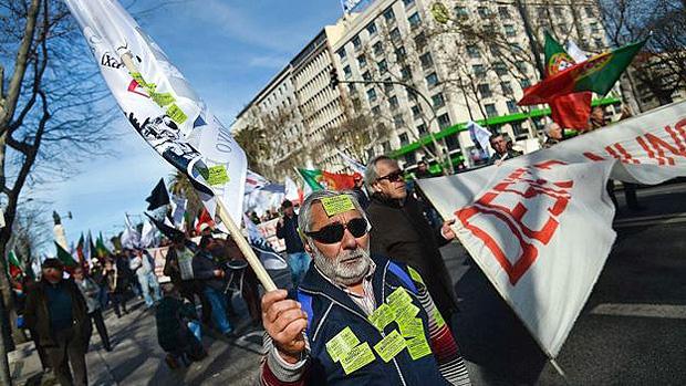 Portugal está superando crise econômica sem recorrer a fórmulas de austeridade, diz Economist --- Portugueses já foram às ruas protestar contra política de austeridade