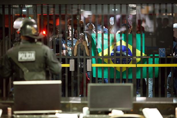 BRASILIA, DF, BRASIL, 03-05-2017, 18h00: Manifestação dos agentes penitenciário em frete ao anexo 3 da Câmara dos Deputados, em Brasília DF (Foto: Igo Estrela/Folhapress)