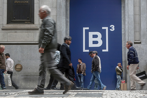 Exterior volta a ditar rumos do mercado acionário brasileiro e Bolsa perde os 81 mil pontos