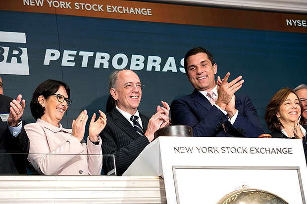 The New York Stock Exchange welcomes executives and guests of Petrobras (NYSE:PBR), a Brazilian state-run energy company engaged in the exploration of oil and gas. Honoring the occasion Pedro Parente, CEO, rings the Opening Bell® alongside NYSE President Tom Farley. Pedro Parente, presidente da Petrobras, na Bolsa de Nova York
