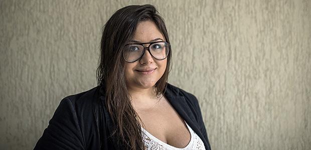 SAO PAULO, SP, BRASIL, 21-12-2017, 11h20: Retrato de Leticia Martins, 24, que se formou em Publicidade e Propaganda na Anhembi Morumbi e trabalha em uma agencia de publicidade ha um mes. Ela e contraria a reforma trabalhista. (Foto: Eduardo Anizelli/Folhapress, MERCADO) ***EXCLUSIVO***