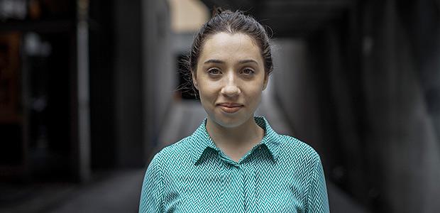 SAO PAULO, SP, BRASIL, 20-12-2017, 16h30: Retrato de Luiza Pacheco, 19, que trocou a graduacao em jornalismo na PUC pelo curso de direito no Mackenzie. Ela e parcialmente favoravel a reforma trabalhista. (Foto: Eduardo Anizelli/Folhapress, MERCADO) ***EXCLUSIVO***