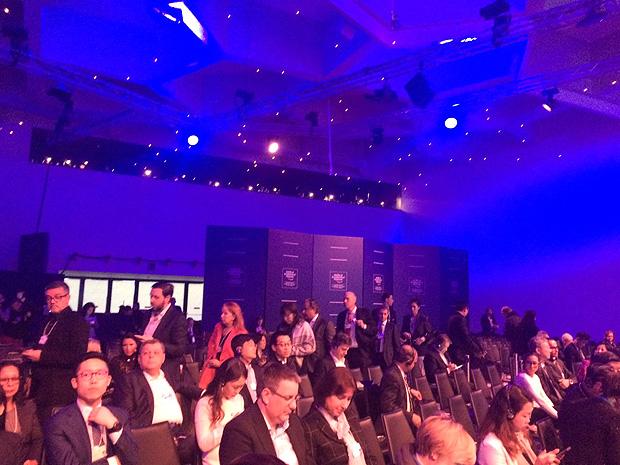 Tapumes ´fecham´ fileiras de assentos para disfarçar não lotação da plateia em discurso de Michel Temer no Forum Econômico Mundial, em Davos, Suíça