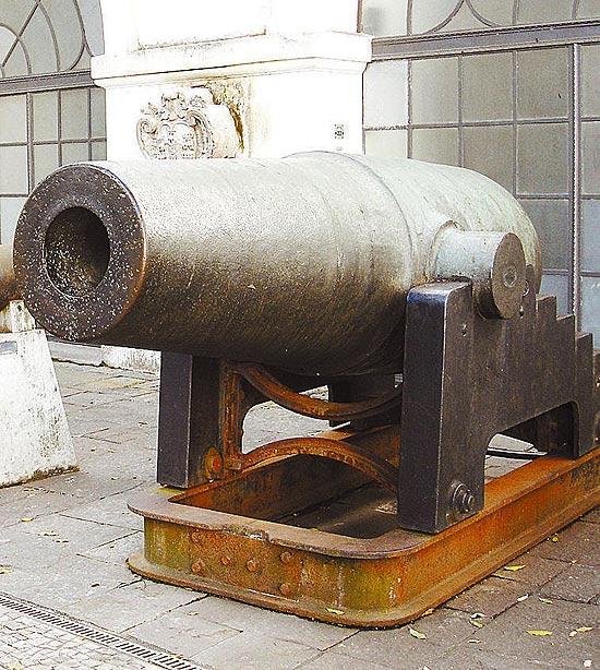 """O canhão """"Cristão"""", exposto no Museu Histórico Nacional, no Rio"""