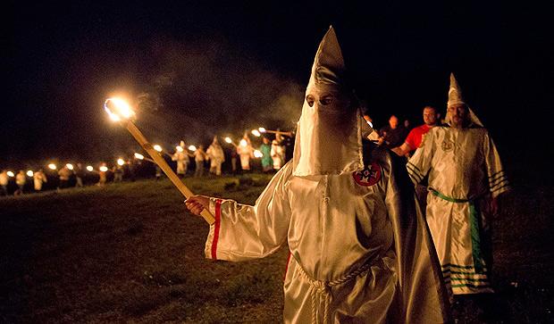 Ku Klux Klan tenta se renovar nos EUA com discurso anti-imigração ...