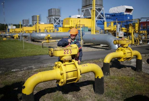 Funcionário abre válvula de gás em Striy, na Ucrânia; sanções ameaçam novos gasodutos russos