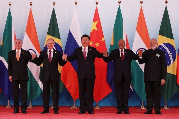 O presidente Michel Temer (à esq.) ao lado de líderes do Brics nesta segunda (4)