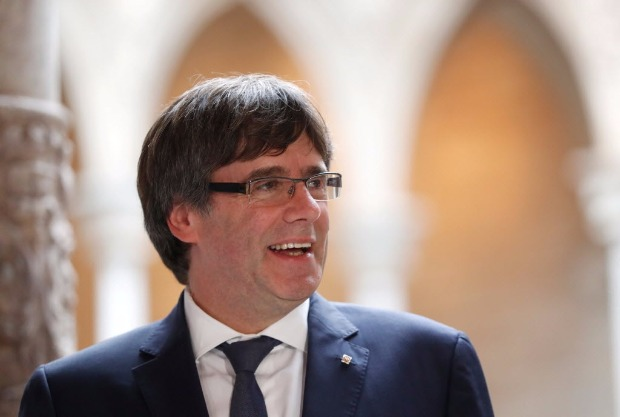Catalan President Carles Puigdemont meets with members of the Independent Comission for Mediation and Dialogue, at the Palau de la Generalitat, the regional government headquarters in Barcelona, Spain, October 6, 2017. REUTERS/Yves Herman ORG XMIT: MAD118