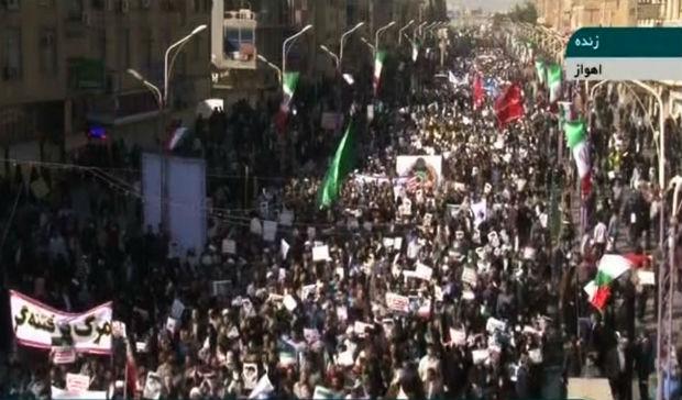 TV estatal iraniana exibe imagens da manifestação pró aiatolá Ali Khamenei na cidade de Ahvaz