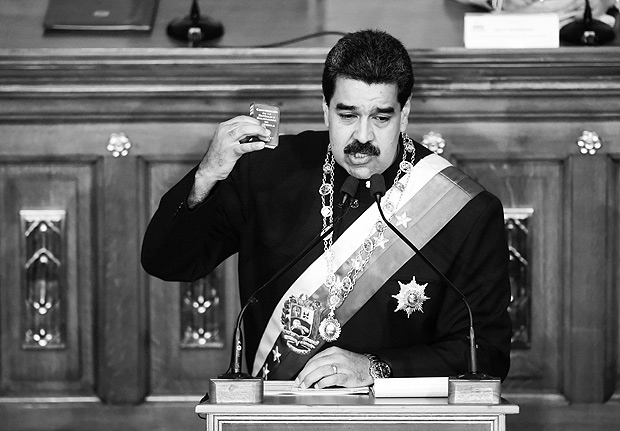 TOPSHOT - Venezuelan President Nicolas Maduro addresses the all-powerful pro-Maduro assembly which has been placed over the National Assembly and tasked with rewriting the constitution, in Caracas on August 10, 2017. Recent demonstrations in Venezuela have stemmed from anger over the installation of the all-powerful Constituent Assembly that many see as a power grab by the unpopular President Maduro. The dire economic situation also has stirred deep bitterness as people struggle with skyrocketing inflation and shortages of food and medicine. / AFP PHOTO / RONALDO SCHEMIDT