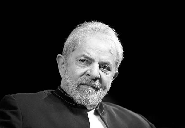 O ex-presidente Luiz Inácio Lula da Silva durante reunião com artistas em teatro no Rio