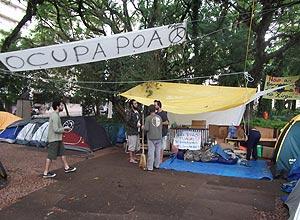 'Indignados' de Porto Alegre passam Ano Novo acampados