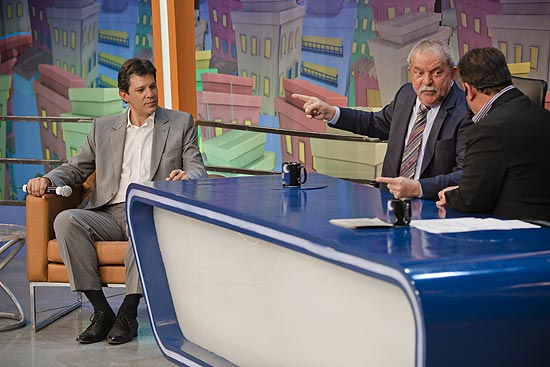 Ex-presidente Lula e o ex-ministro da Educação, Fernando Haddad, participam do programa do Ratinho