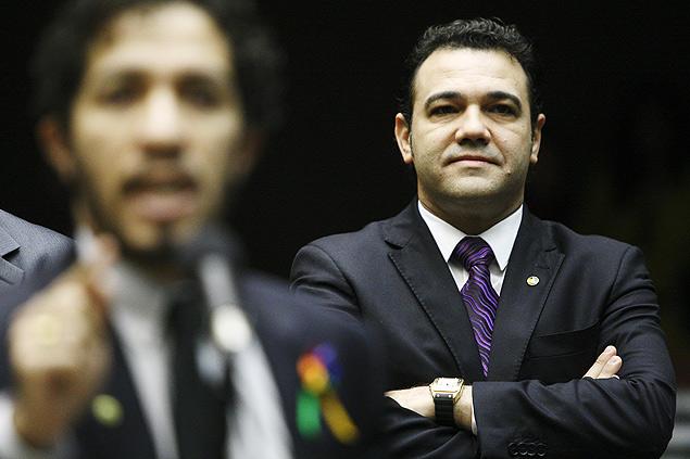 Deputado Jean Wyllys (PSOL-RJ) ao lado do pastor Marco Feliciano (PSC-SP) na sessão de Direitos Humanos da Câmara