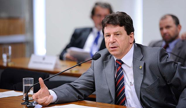 BRASILIA, DF, 23.05.2012, Senador Ivo Cassol (PP-RO) em pronunciamento à bancada na sala de comissões do Senado Federal durante audiência pública na Subcomissão Temporária que acompanha a execução das obras da usina de Belo Monte (CMABMONTE), no âmbito da Comissão de Meio Ambiente, Defesa do Consumidor e Fiscalização e Controle (CMA). Foto Pedro França/ Agencia Senado ***DIREITOS RESERVADOS. NÃO PUBLICAR SEM AUTORIZAÇÃO DO DETENTOR DOS DIREITOS AUTORAIS E DE IMAGEM***
