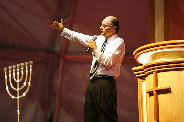 Bispo Edir Macedo, fundador da Igreja Universal do Reino de Deus, durante vigília no Rio