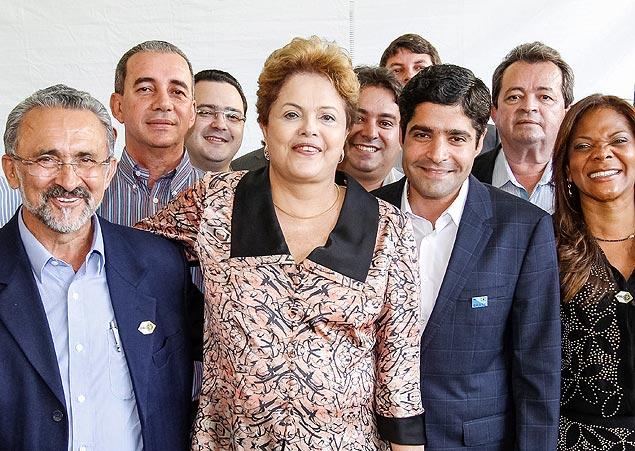 Dilma participa de evento ao lado de ACM Neto (DEM), prefeito de Salvador(à dir.), em Salvador (BA)
