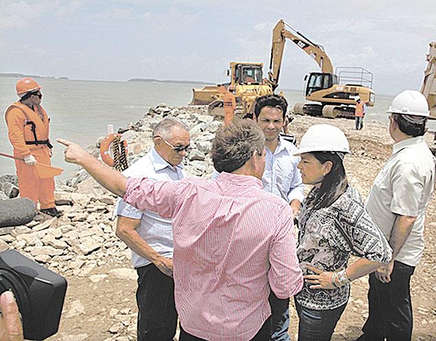 A governadora Roseana Sarney (PMDB) vistoria obras de urbanização em São Luís