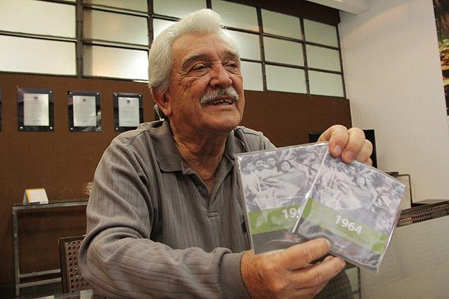 Capitão Darcy Rodrgues mostra DVD sobre 1964 em Bauru (SP); ele participou da resistência à ditadura