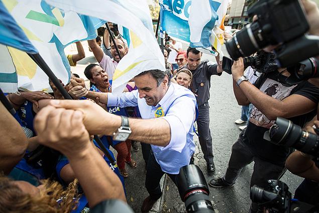 O candidato ao Planalto Aécio Neves (PSDB) visita centro da Polícia Militar em São Paulo
