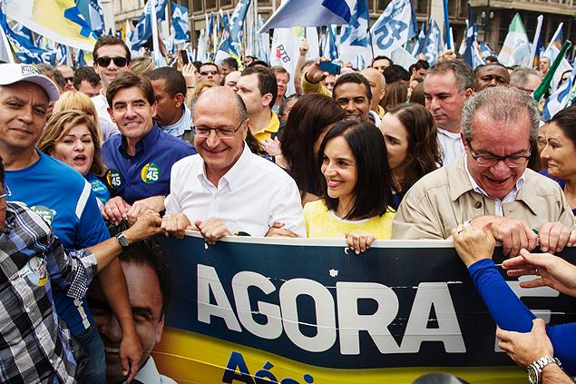 Caminhada dos aliados de Aécio Neves na praça do Patriarca ate praça da República com a presença de Geraldo Alckmin