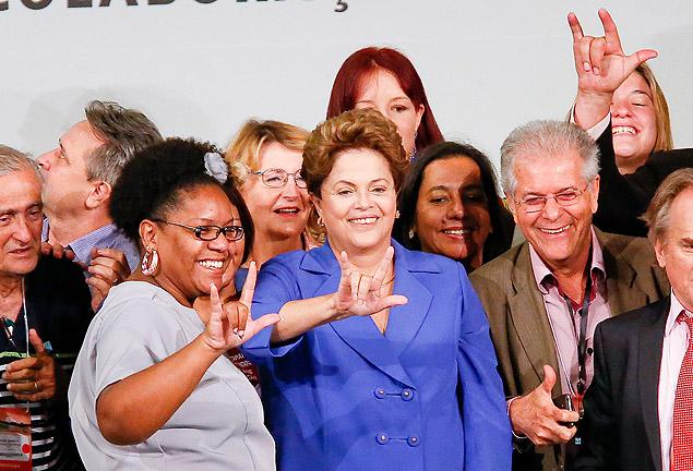 A presidente Dilma Rousseff participa, ao lado do ministro da Educação, Henrique Paim, de conferência sobre educação