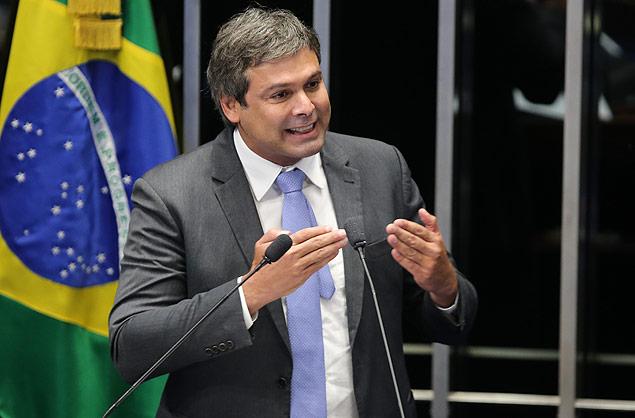 BRASILIA, DF, BRASIL, 02-03-2015: Sen. Lindberg Farias (PT/RJ) cobra para que a presidente Dilma fale sobre os projetos para crescimento do país e não retire os direitos dos trabalhadores nos projetos de ajustes fiscais. (Foto: Sergio Lima Folhapress - PODER)