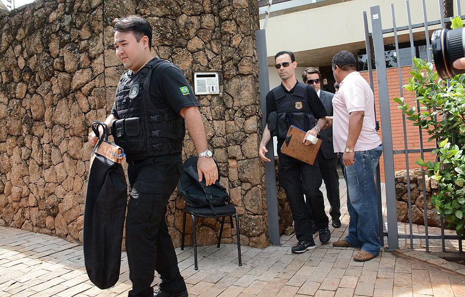 Polícia Federal durante operação que prendeu o ex-senador Delcídio do Amaral na Lava Jato