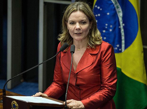 BRASILIA, DF, BRASIL, 12-05-2016: A senadora Gleisi Hoffmann (PT-PR), discursa durante sessao do impeachment da presidente Dilma Rousseff, no Senado Federal. (Foto: Eduardo Anizelli/Folhapress, PODER)