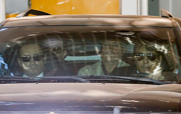 BRASILIA, DF, BRASIL, 23-06-2016, 12h00: ex ministro Paulo Bernardo é visto dentro de viatura da PF deixando o apartamento funcional da esposa, a senadora Gleisi Hoffmann (PT-PR), após ser preso em operação da Polícia federal. (Foto: Pedro Ladeira/Folhapress, PODER)