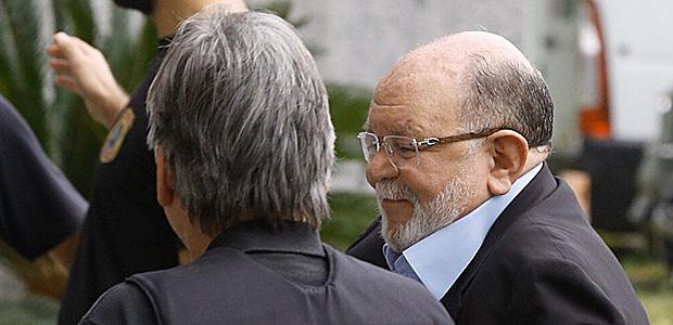 O ex-presidente da construtora OAS Léo Pinheiro chega à sede da PF em SP para condução coercitiva