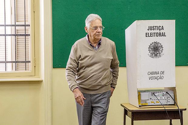 O ex-presidente Fernando Henrique Cardoso vota nas eleições municipais de São Paulo