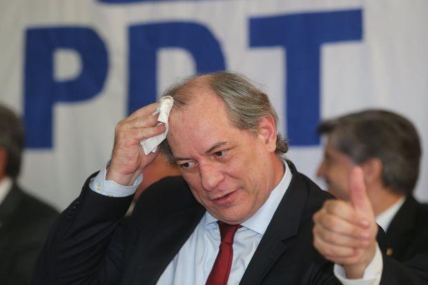 BRASÍLIA, DF, BRASIL, 16.09.2015. Ciro Gomes se filia ao PDT em ato na sede do partido com liderança partidárias. (FOTO Alan Marques/ Folhapress) PODER