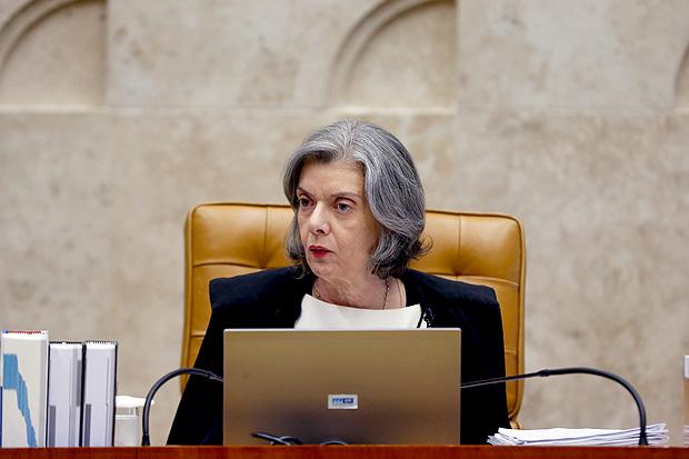 A ministra Cármen Lúcia preside sessão no Supremo Tribunal Federal