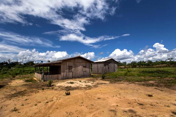 COLNIZA - MT - BRASIL, 26-04-2017, 212h00: CHACINA EM TAQUARUCU DO NORTE. Casa abandonada apos a chacina que matou 9 pessoas. (Foto: Adriano Vizoni/Folhapress, ESPECIAIS)