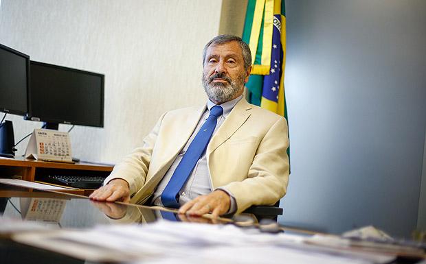 BRASILIA, DF, BRASIL, 17-03-2017, 12h00: O ministro da Transparência, Fislcalização e CGU Torquato Jardim em seu gabinete. (Foto: Pedro Ladeira/Folhapress, PODER) ***ESPECIAL*** ***EXCLUSIVO***