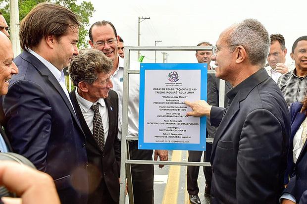O presidente da Câmara, Rodrigo Maia (DEM-RJ), e o governador do Espírito Santo, Paulo Hartung (PMDB)