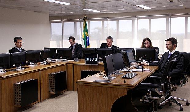 Sessão de julgamento da Operação Lava Jato no TRF-4, que julgará recurso de Lula
