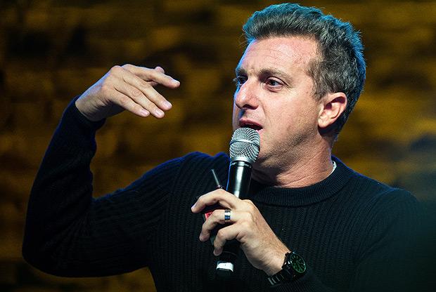 SAO PAULO, SP, BRASIL, 20-10-2017, 12h30: O apresentador Luciano Huck, durante palestra no Festival de Cultura Empreendedora, em Sao Paulo. (Foto: Eduardo Anizelli/Folhapress, PODER) ***EXCLUSIVO***
