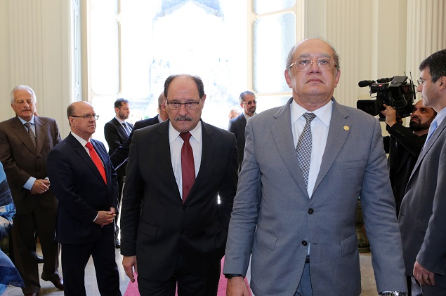 O ministro Gilmar Mendes, em encontro com o governador gaúcho José Ivo Sartori (PMDB), em 23/10