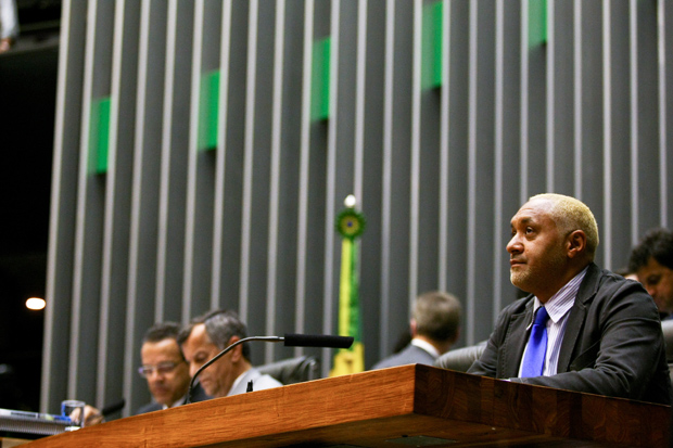 BRASÍLIA, DF, BRASIL, 14-05-2013. 15h00: Deputado Tiririca na mesa da presidencia no plenario da Camara dos Deputados durante votacao da MP dos Portos. (Foto: Pedro Ladeira/Folhapress, PODER)