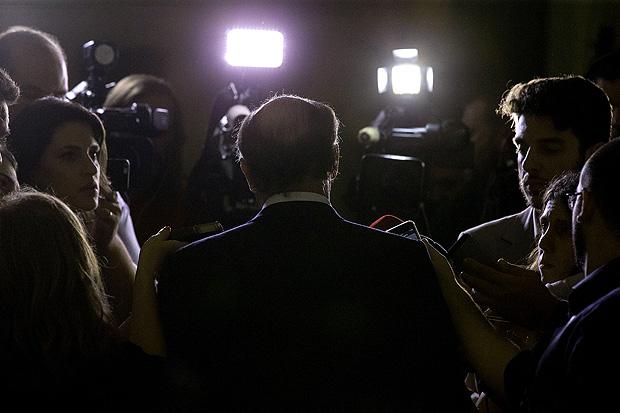 O governador Geraldo Alckmin dá entrevista após jantar com FHC, Tarso Jereissati e Marconi Perillo