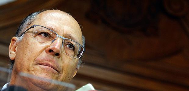 SÃO PAULO, SP - 04.01.2018: ALCKMIN ANUNCIA REAJUSTE SALARIAL - Em coletiva, o Governador do Estado de São Paulo, Geraldo Alckmin, anuncia na manhã desta quinta-feira (04), o projeto de lei para o reajuste salarial de 3,5% para o funcionalismo público, policiais militares e civís receberão 4% e para a área da educação o aumento será de 7% a mais no salário a partir de 01 de fevereiro. (Foto: Aloisio Mauricio /Fotoarena/Folhapress) ORG XMIT: 1456161 ***PARCEIRO FOLHAPRESS - FOTO COM CUSTO EXTRA E CRÉDITOS OBRIGATÓRIOS***