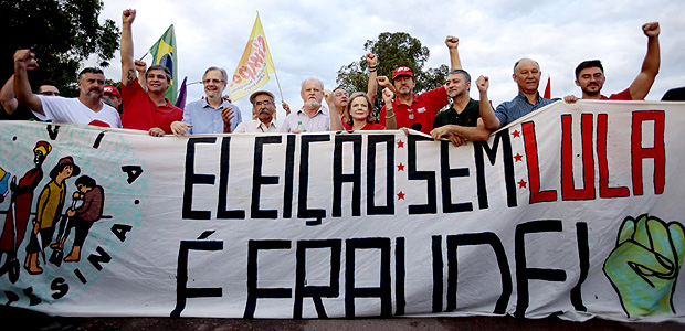 Porto Alegre - RS, Brasil 22.01.2017 - Marcha do MST em Porto Alegre; grupo iniciou entrada às 06h da manhã, e veio acompanhar o julgamento do ex-presidente Lula. Foto: Marlene Bergamo/Folhapress DIREITOS RESERVADOS. NÃO PUBLICAR SEM AUTORIZAÇÃO DO DETENTOR DOS DIREITOS AUTORAIS E DE IMAGEM