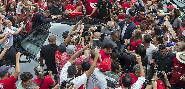 Ato na Esquina da Democracia, em Porto Alegre, com a presença do ex-presidente Lula