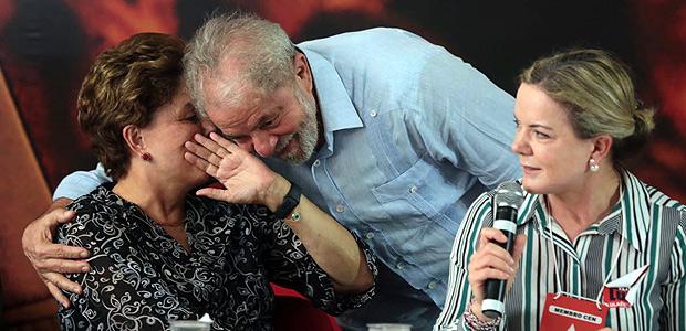 Ex-presidentes Lula e Dilma e a presidente do PT, Gleisi Hoffmann, durante reunião da executiva do partido, em São Paulo