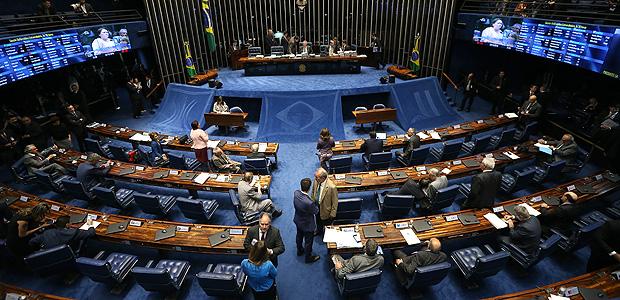 BRASÍLIA, DF, BRASIL, 13.12.2016. Sessão do Senado Federal para votar o segundo turno da PEC 55/ 2016, que trata do teto dos gastos públicos. (FOTO Alan Marques/ Folhapress) PODER
