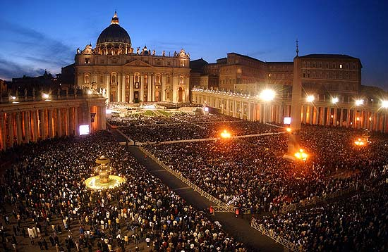 """Resultado de imagem para multidão missa roma"""""""